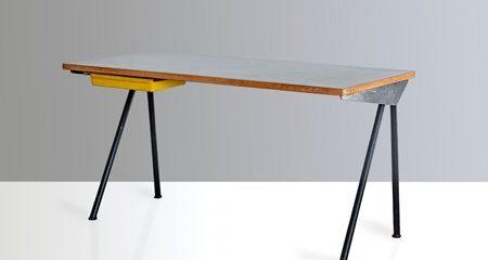 Compas Desk